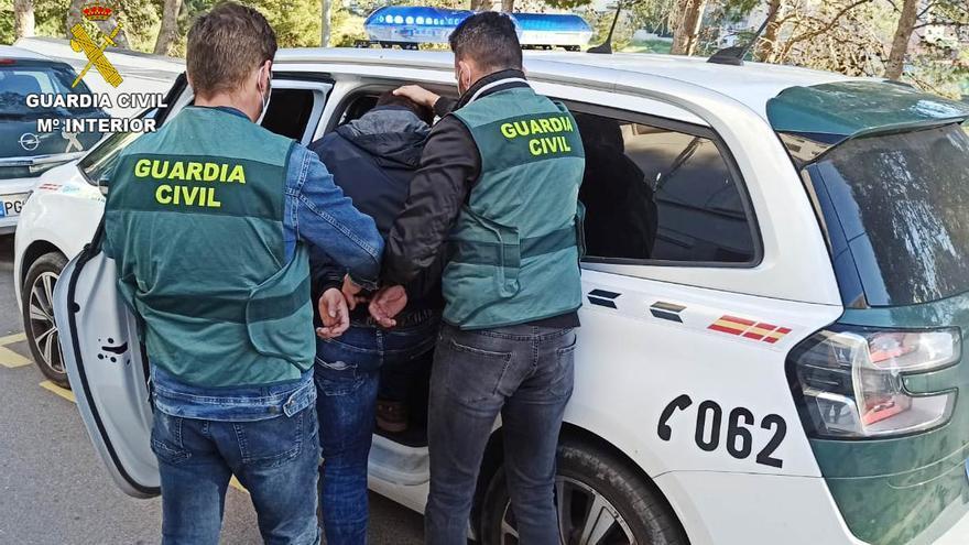 Detienen al atracador que amenazó con un cuchillo a dependientas de gasolineras en la Vall y Onda