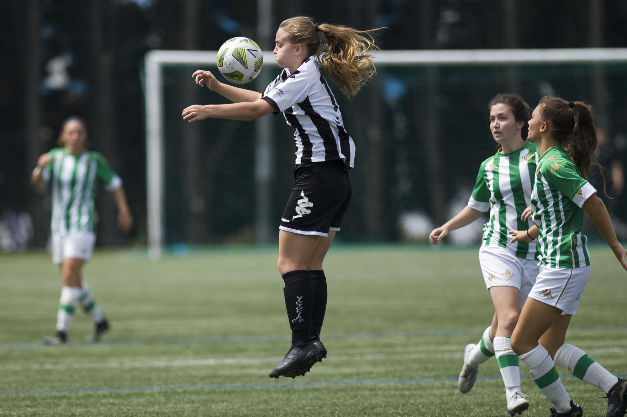 El Victoria empata 1-1 ante el Betis B en la ida de la final por el ascenso a Retro Iberdrola