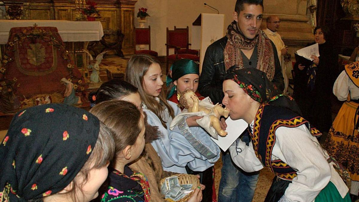 Adoración del Niño Jesús, una imagen que no se volverá a repetir. | Chany Sebastián