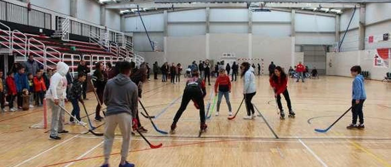 Uno de los partidos de hockey en los que participó el alumnado.