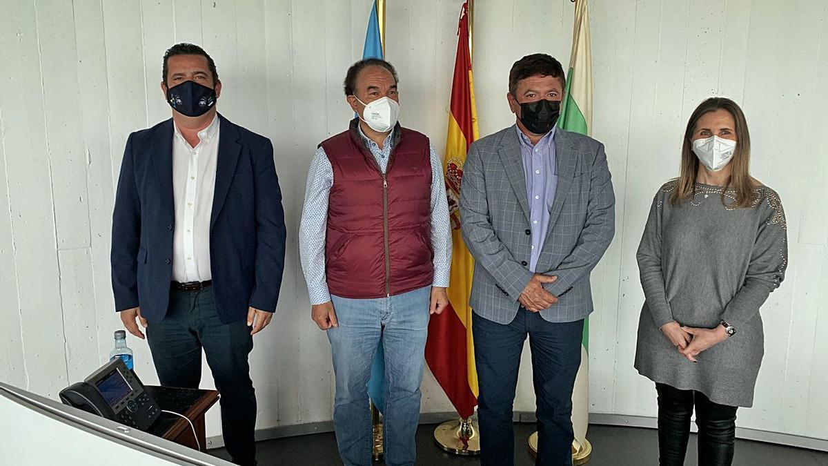 Los alcaldes José Crespo y Pedro Armas, flanqueados por Raymundo Dacosta y Paz Pérez.
