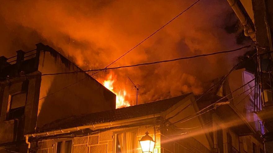 El fuego ser produjo entorno a las ocho y media de la tarde de este jueves.
