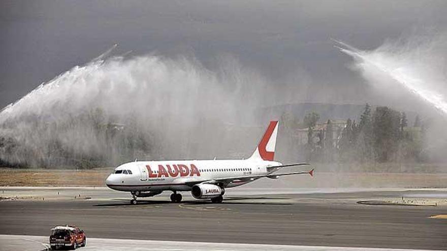 Alarma por el goteo  de cancelaciones de vuelos hacia Mallorca