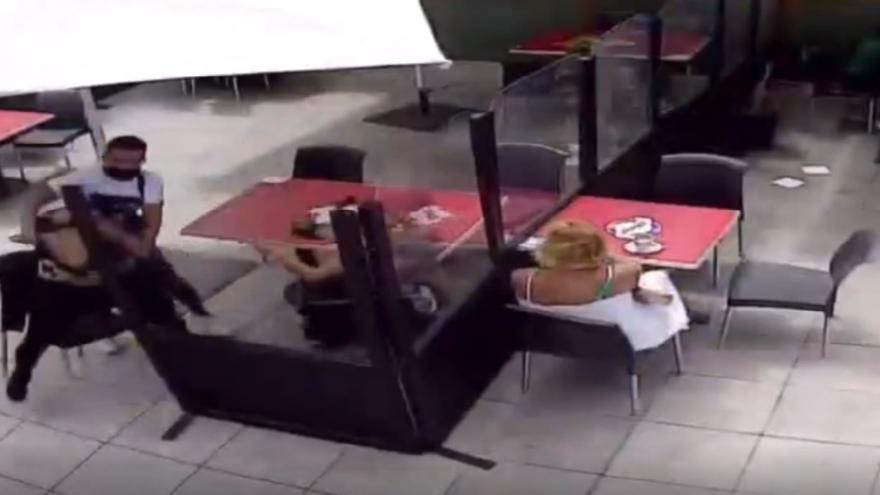 Así fue la brutal agresión entre dos expresidiarias en el Centro Comercial La Ballena
