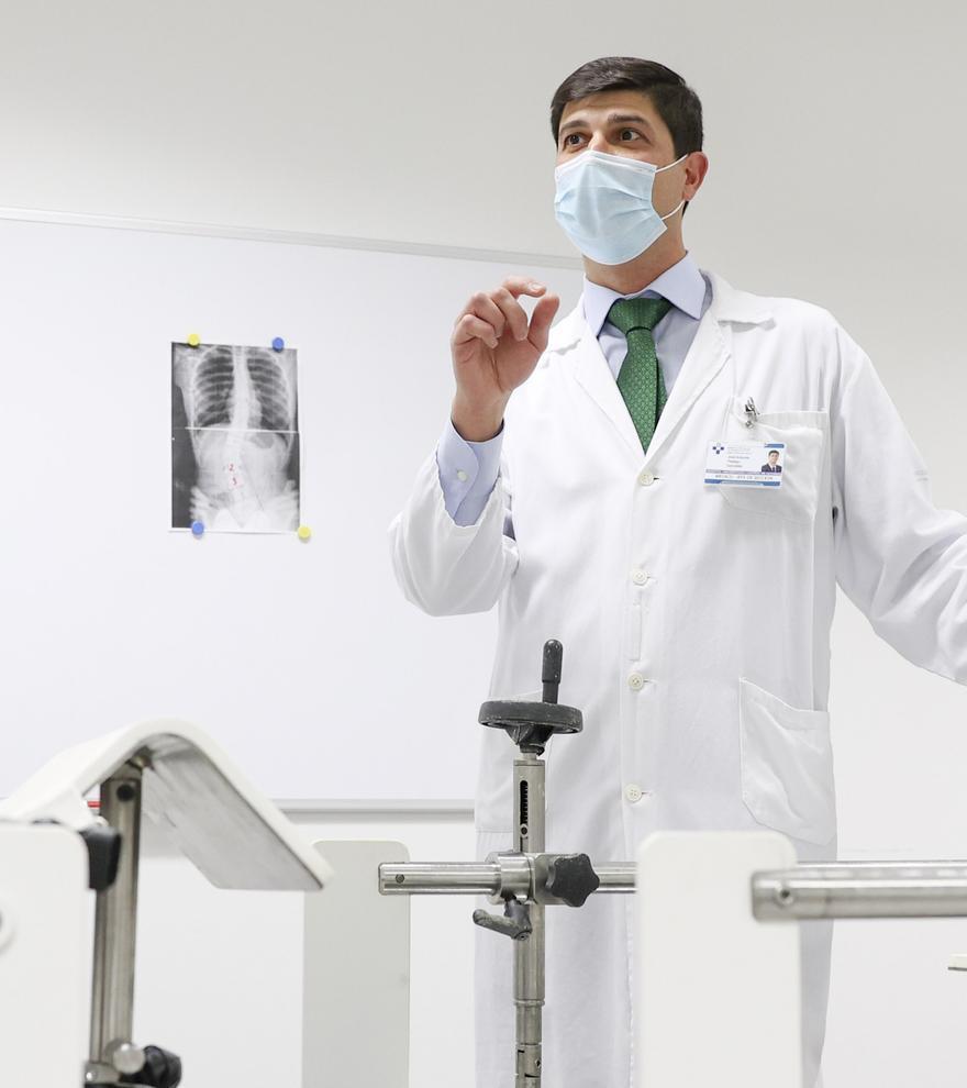 El innovador método contra la escoliosis que prepara el HUCA: corsés de vanguardia para enderezar la columna