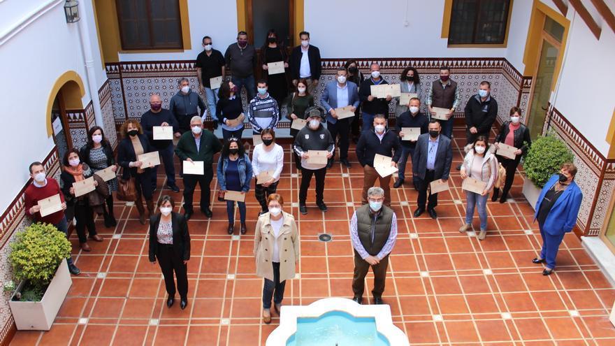 13 empleados públicos toman posesión como funcionarios de carrera en Jumilla
