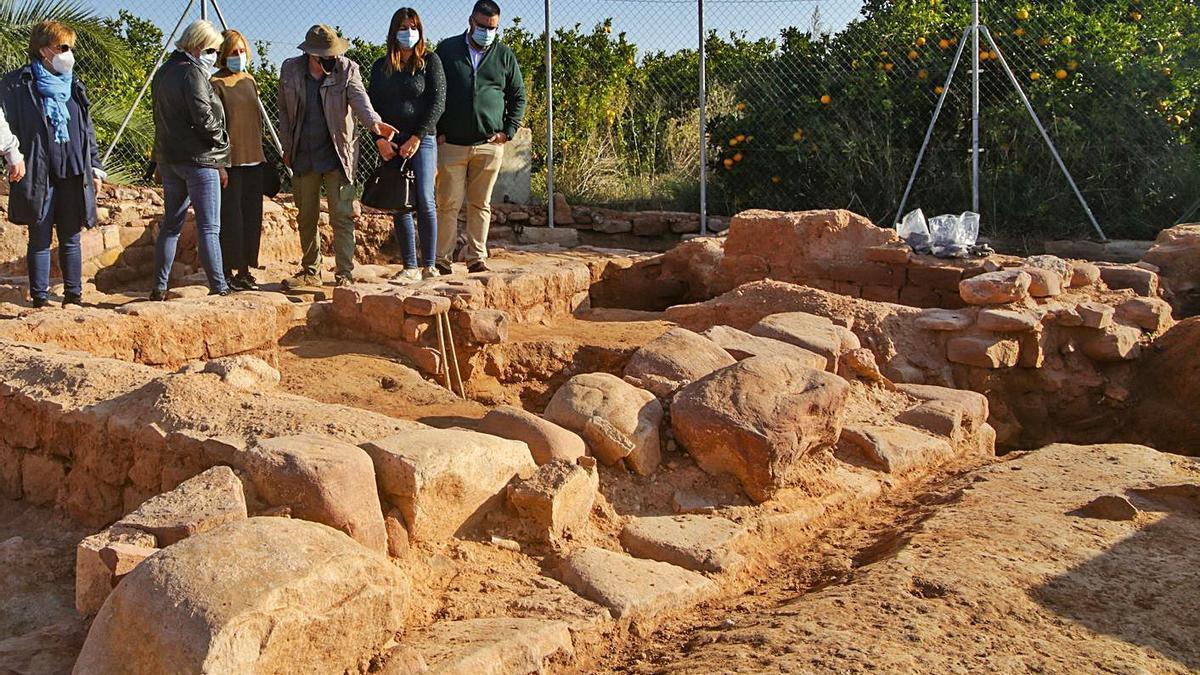 La alcaldesa de Bétera visitó ayer la excavación. | EUROPA PRESS