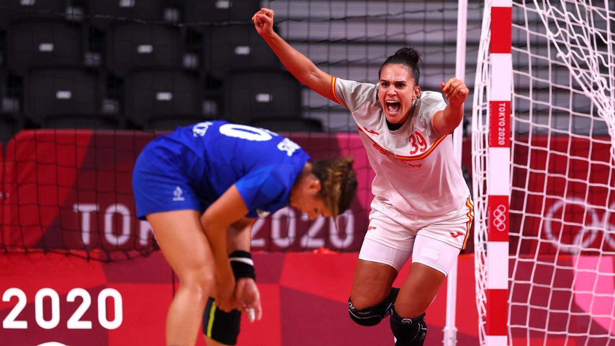 Alejandra Rodríguez celebrando un gol.