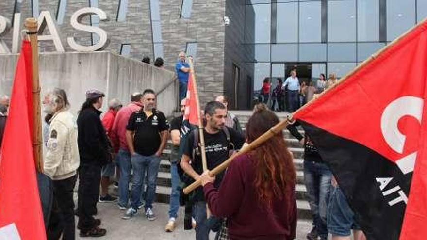 Ocho sindicalistas de la CNT, ante el juez por los escraches en la  pastelería La Suiza - La Nueva España