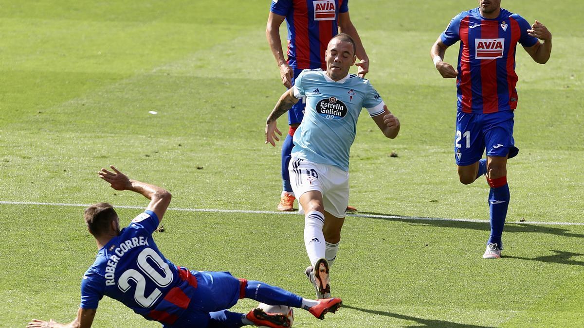 Iago Aspas, en un lance del partido entre el Eibar y el Celta en la presente temporada.