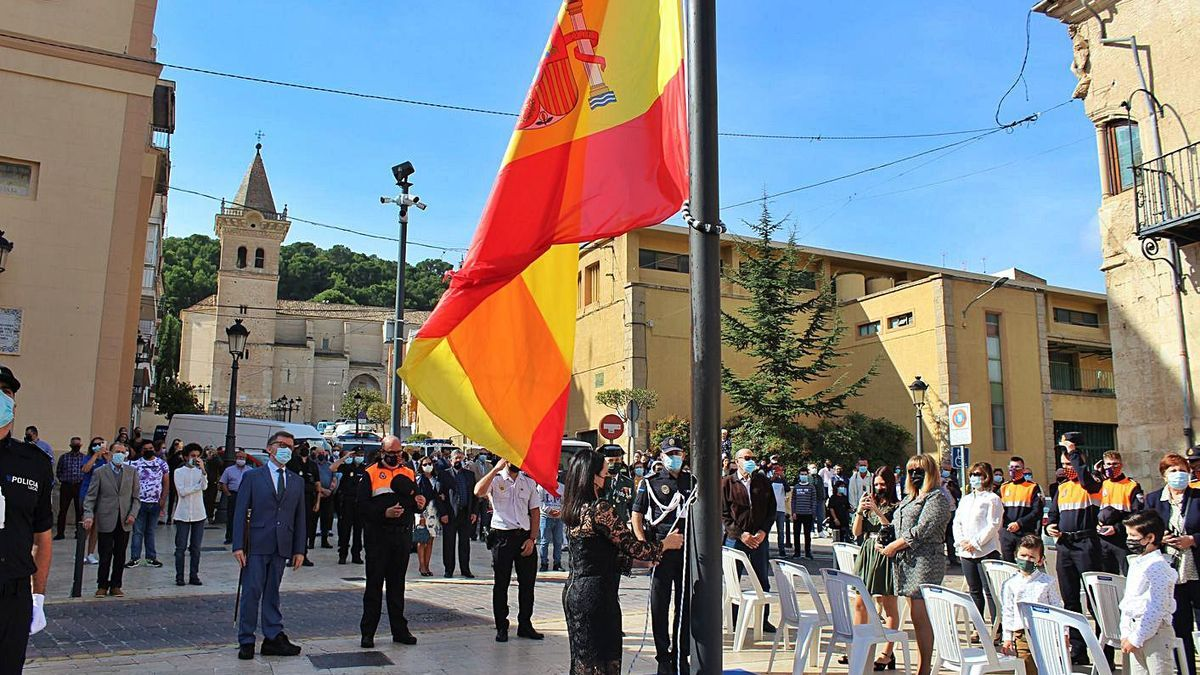 Día de la Hispanidad   Marcos Ortuño asiste al homenaje a la bandera en Yecla