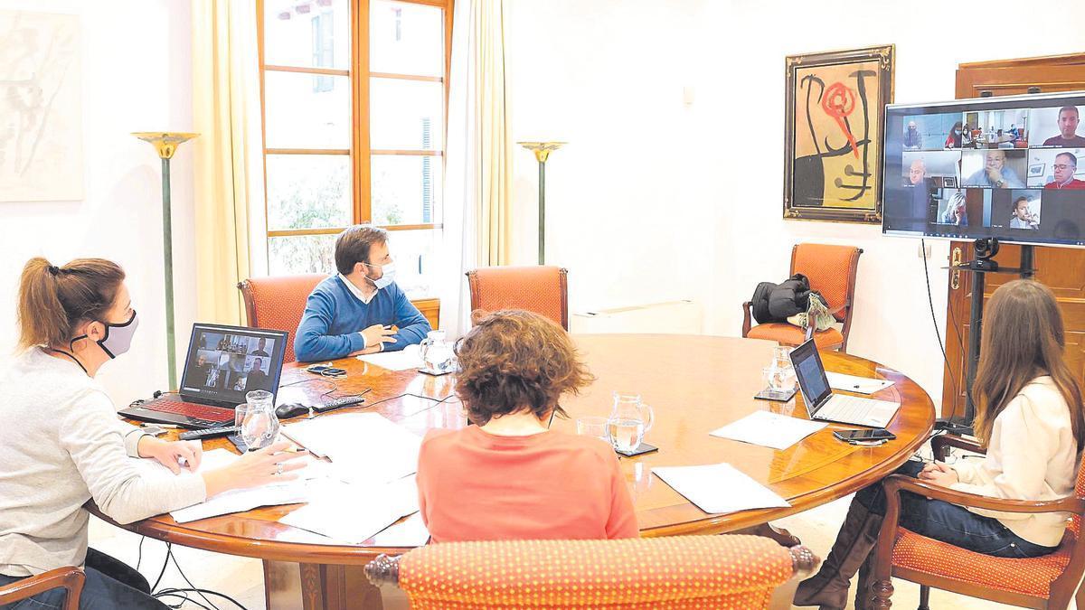 Armengol comunica  a Eivissa que la isla  pasa a fase 2.