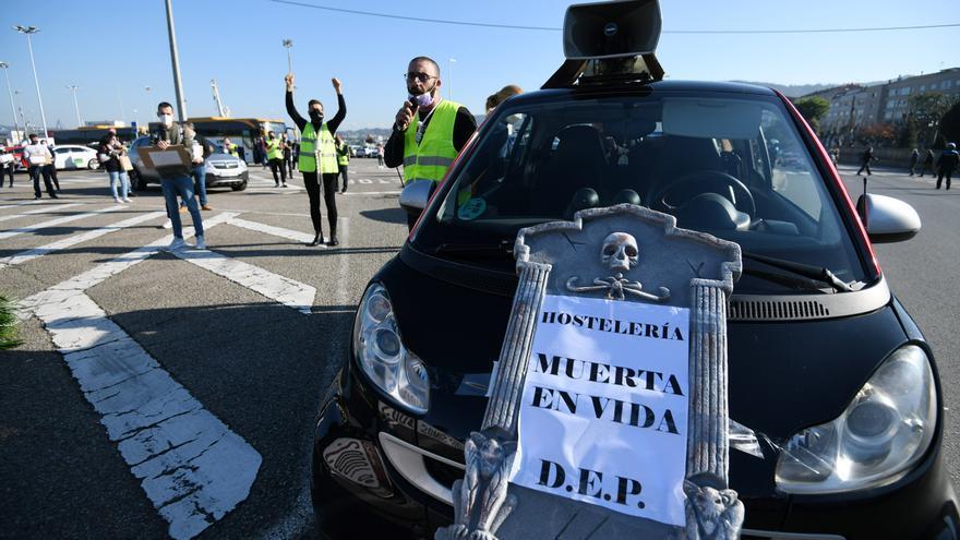 Comitiva fúnebre de la hostelería por las calles de Marín