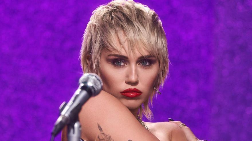 Miley Cyrus lanza 'Midnight Sky' entre rumores de ruptura con Cody Simpson