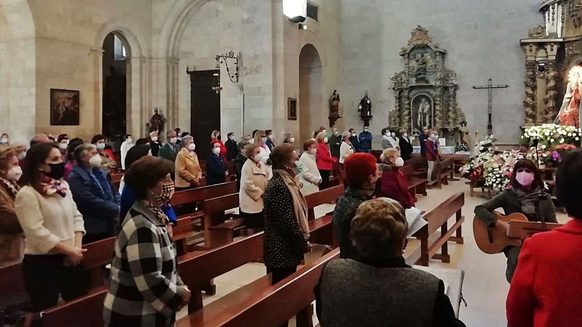 """Rosario y Novena de la Virgen de la Antigua, ayer en la iglesia de San Juan.   Amador Zamorano """"Piriti"""""""