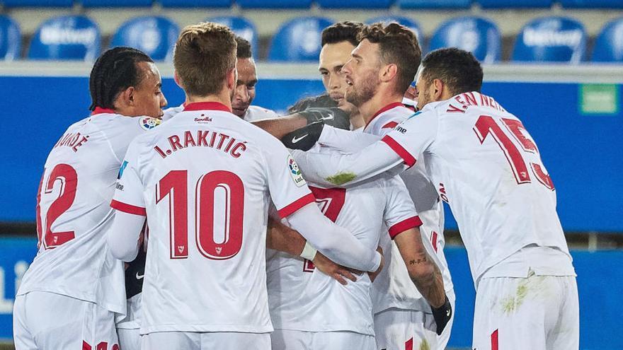 El Sevilla gana al Alavés parando un penalti en el último minuto
