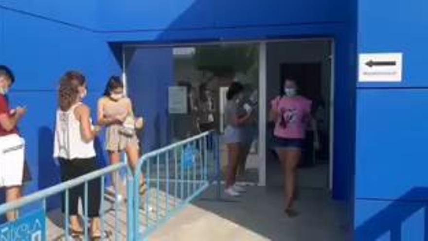 Casi 800 PCR entre Santa Pola y Peñíscola por los brotes en dos discotecas