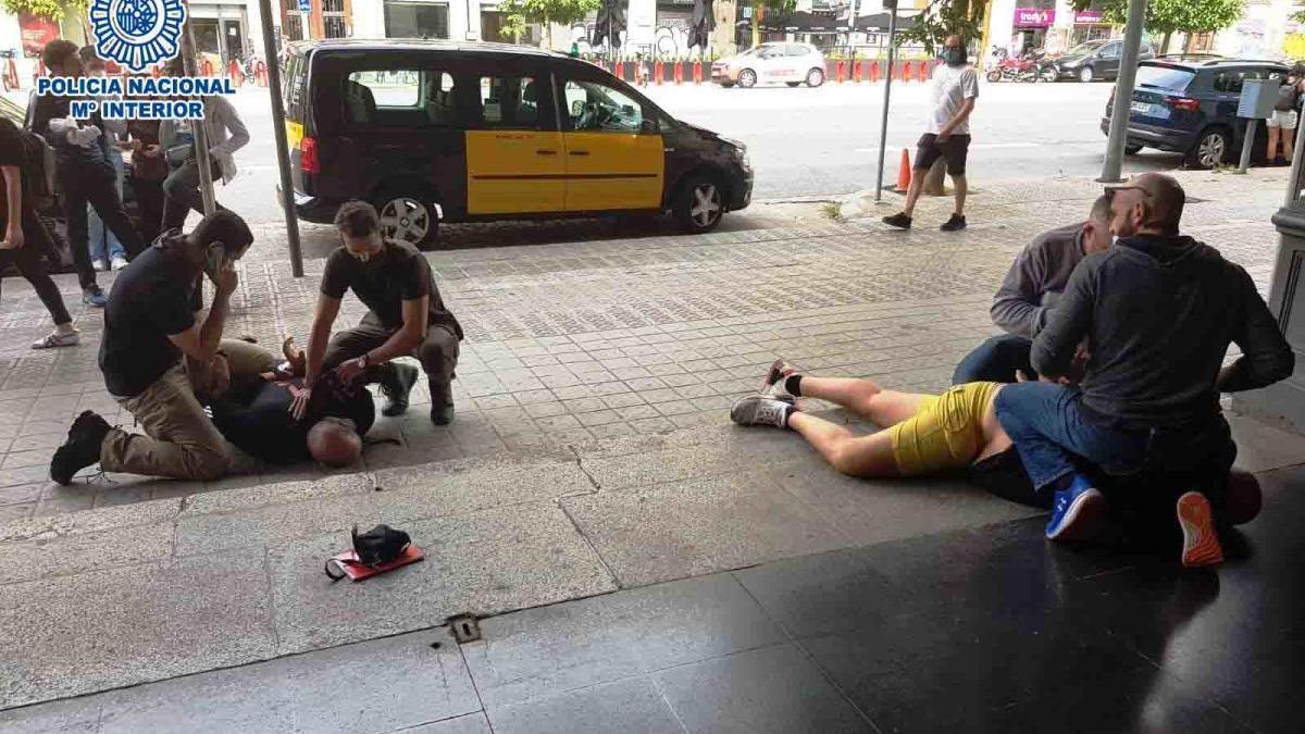 El moment de les detencions a Barcelona