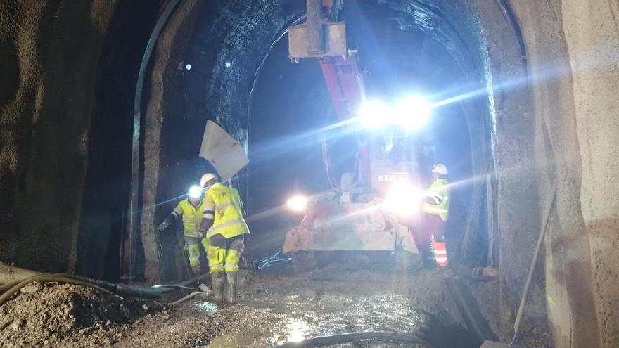 Indignació entre els usuaris de l'R3 per l'endarreriment de les obres del túnel de Toses