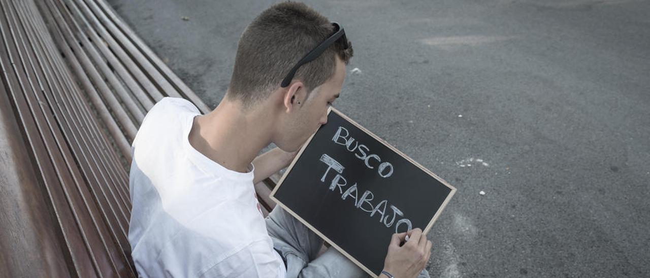 Un joven en búsqueda de empleo.