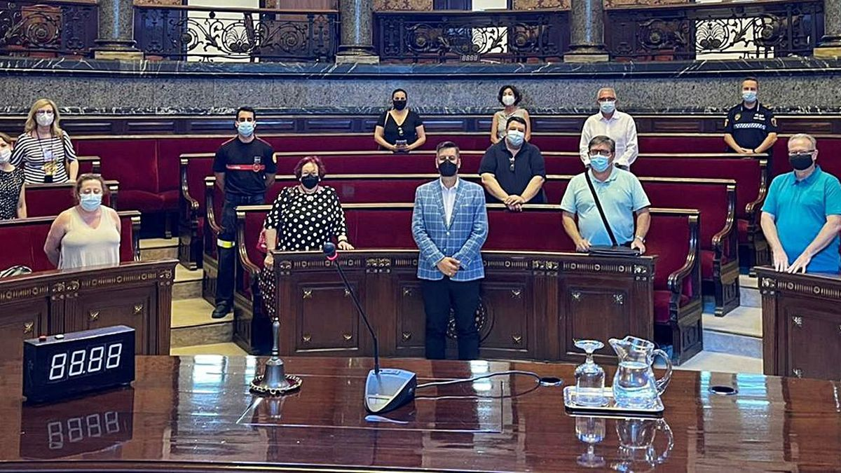 Reunión de los colectivos falleros ayer en el Ayuntamiento de València. | LEVANTE-EMV
