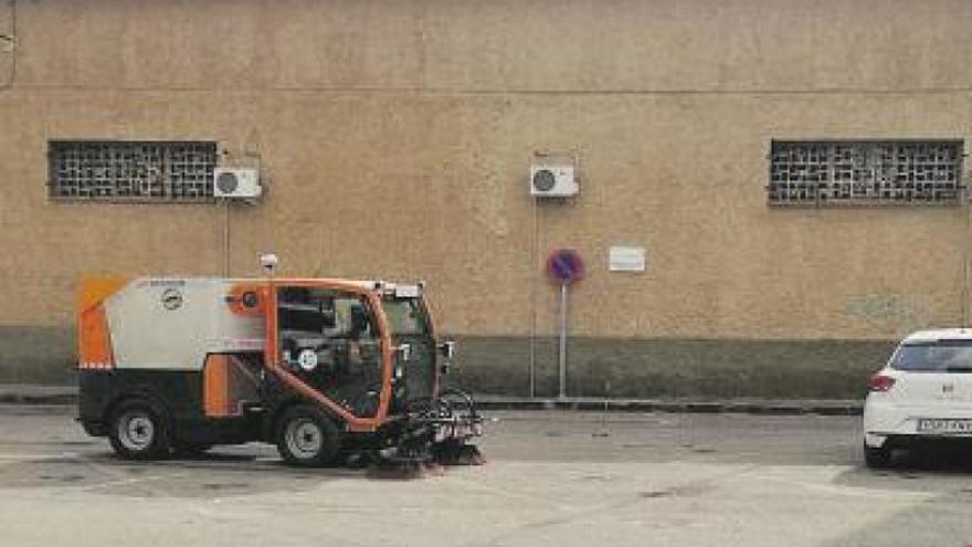 El Ayuntamiento de Alfamén adquiere una máquina barredora