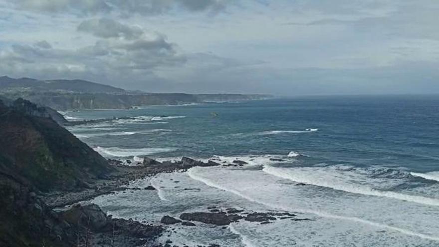 Siguen sin identificar al percebero que cayó al mar en San Esteban de Pravia