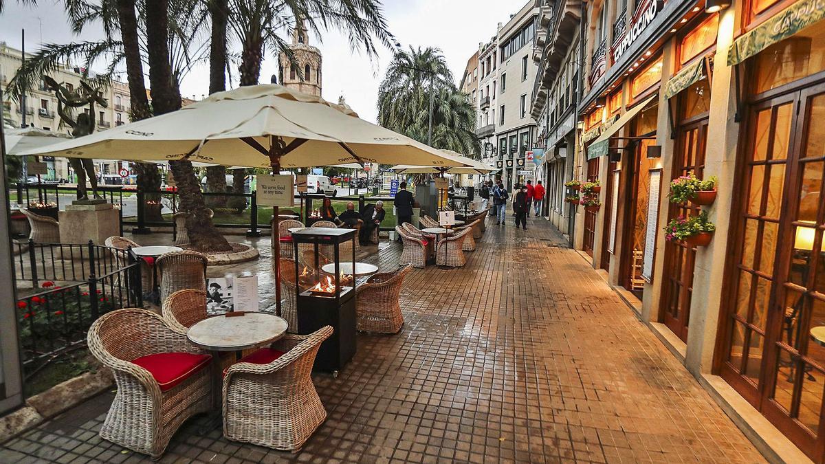 Terrazas en la Plaza de la Reina de València. f.calabuig