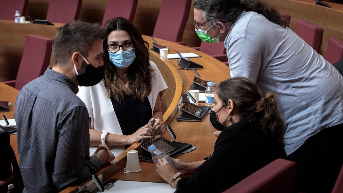 Diputados de Compromís en el pleno de las Cortes