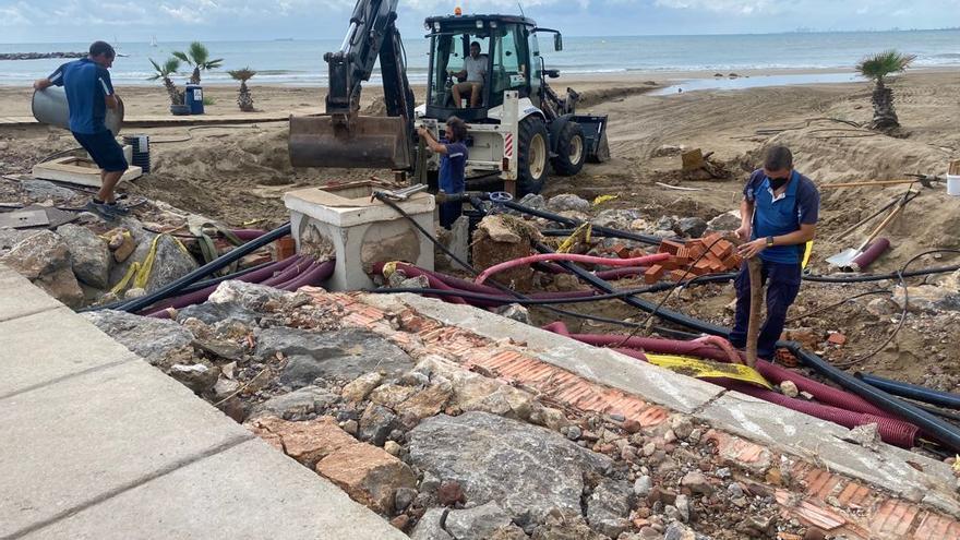 Benicàssim da un nuevo impulso a los trabajos de limpieza y mejora en las playas tras el temporal