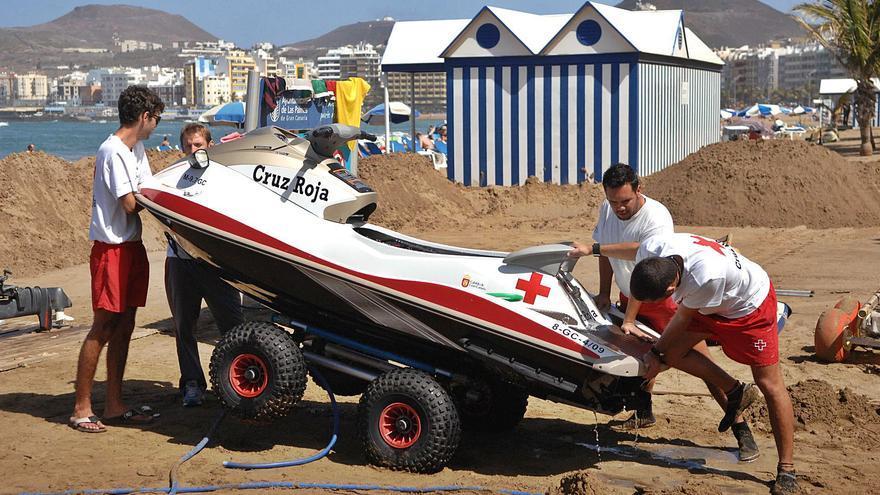 El nuevo servicio de salvamento dobla el número de socorristas en las playas