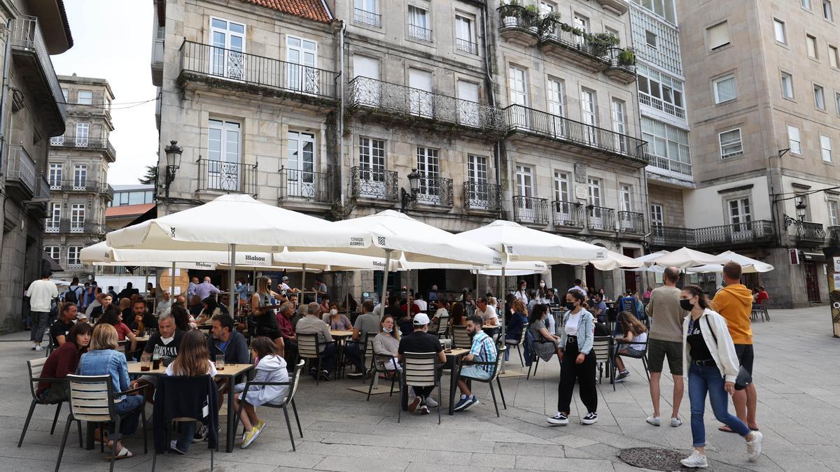 Terrazas de la Praza da Constitución, en Vigo.