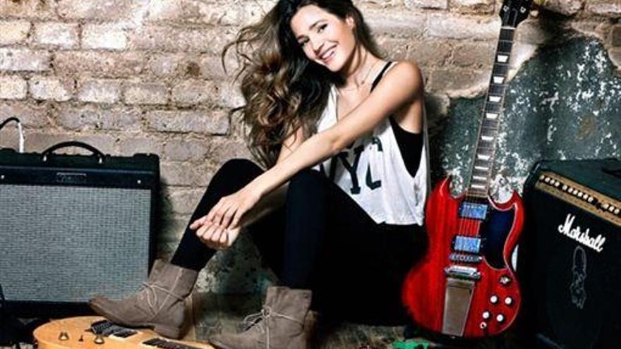 Malena Costa, muy rockera para 'Refresh'