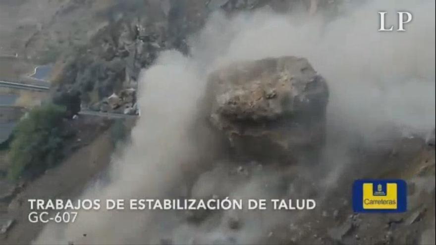 Desprendimiento controlado de una gran piedra en Artenara
