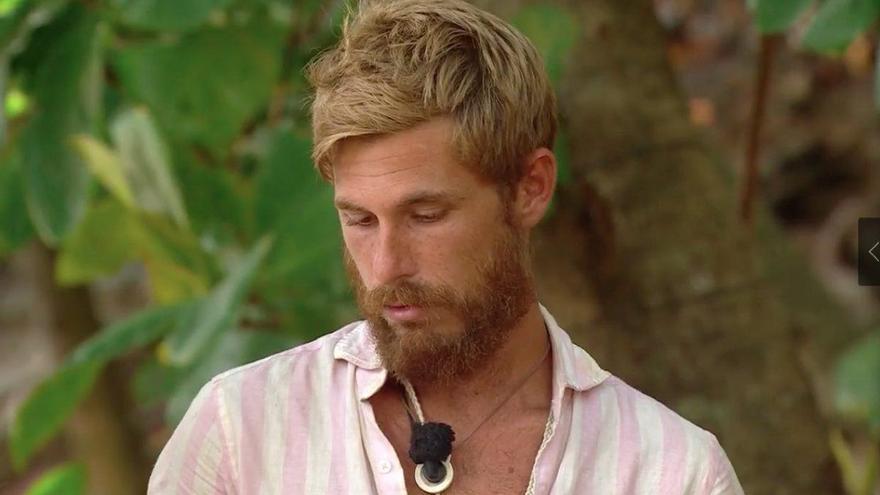Tom Brusse recibe información del exterior sobre Olga y se queda en shock