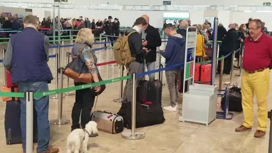 Los países de la UE aceleran la repatriación  de sus turistas ante el avance del virus