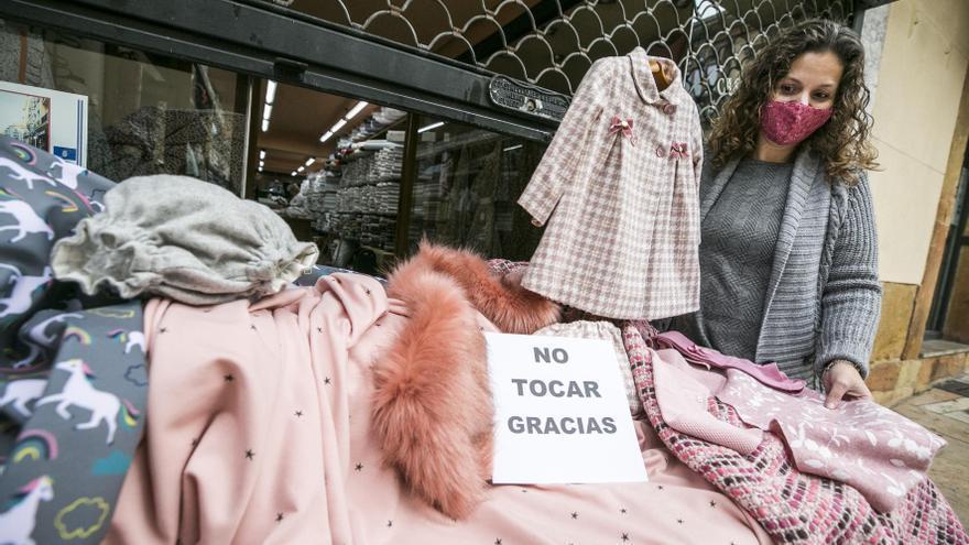 """Los comerciantes del Oviedo Antiguo claman por su futuro: """"¿De qué vamos a vivir?"""""""