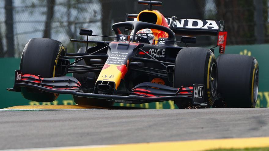 Verstappen se lleva la victoria en un GP de Emilia-Romaña caótico