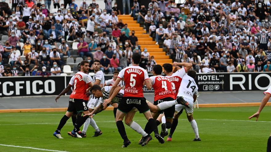 El Badajoz prueba la derrota en casa