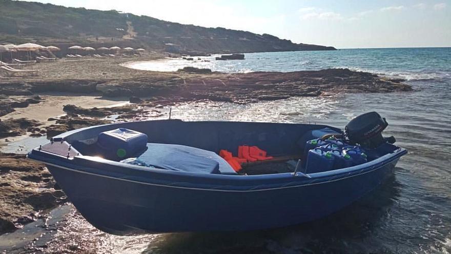 Dos madres y tres niños entre los 29 migrantes de Formentera