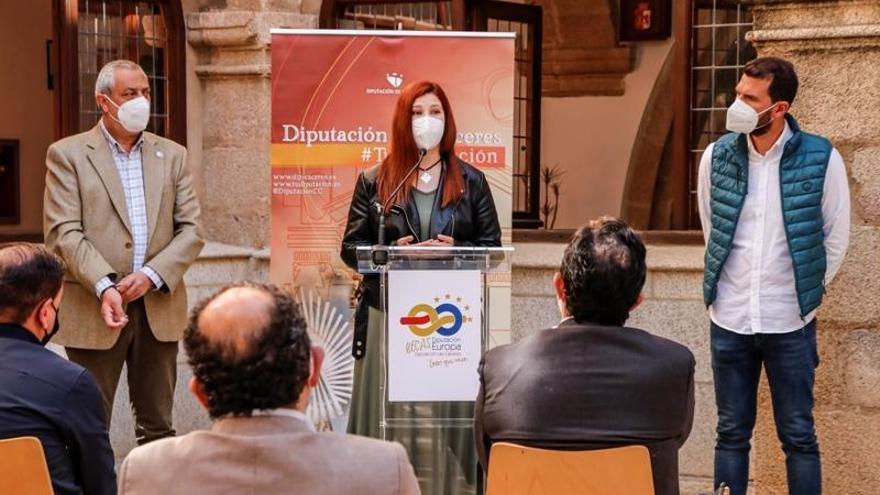 Doce becados se forman en Europa y en empresas locales