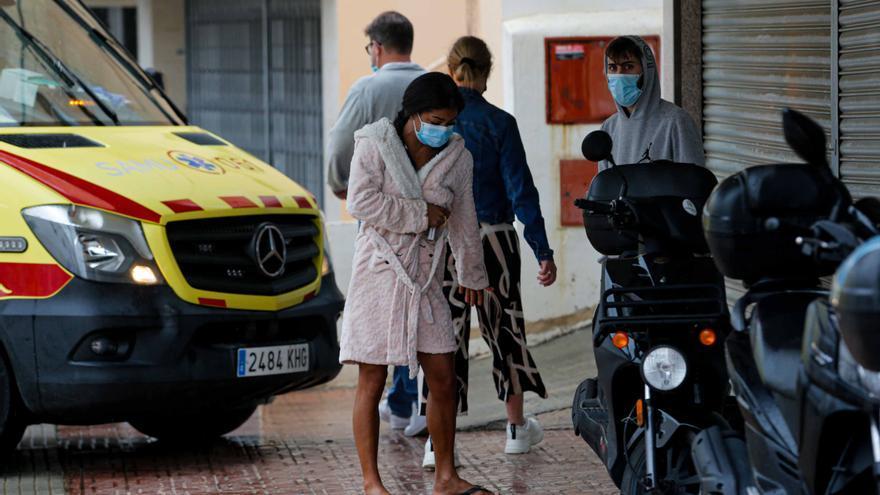Una mujer que dormía mientras se quemaba la cocina de su piso en Ibiza resulta ilesa