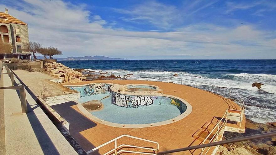 La piscina abandonada del passeig de l'Escala tindrà un ús públic aquest any