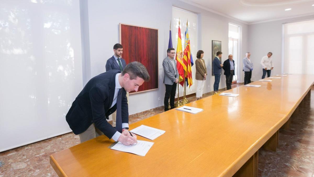 Víctor Soler, en la firma del pacto de Gandia para la reactivación económica