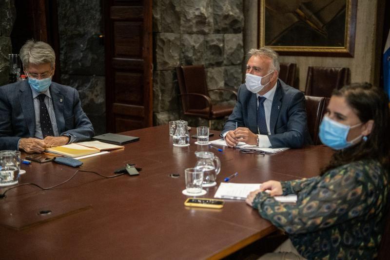 Ángel Víctor recibe a los representantes de la Federación de Cabildos