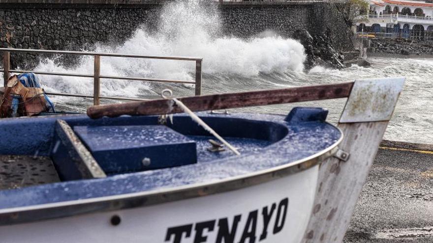 El botellón y la inseguridad amenazan el futuro de la pesca en Playa de San Marcos