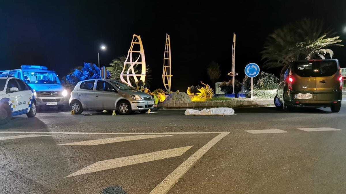 Un hombre fallece después de que su patinete eléctrico impactara con un turismo en Agüimes