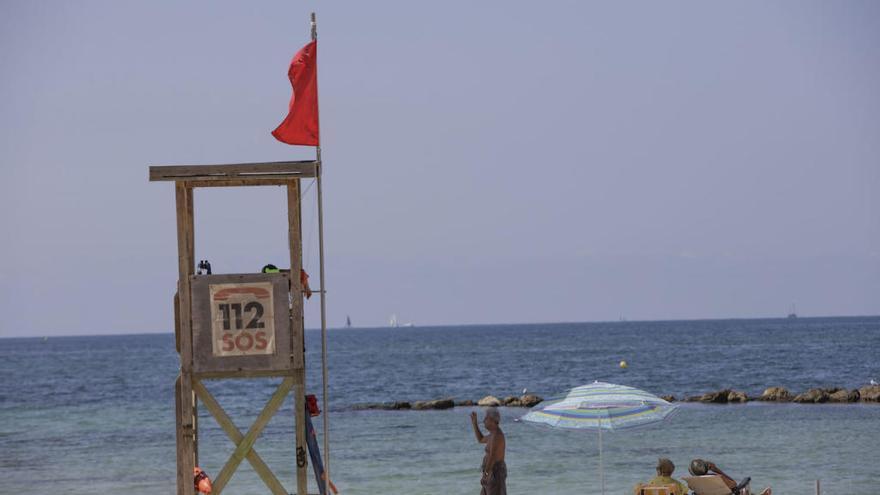La playa de Ciudad Jardín, cerrada al baño este lunes tras un vertido de aguas mixtas