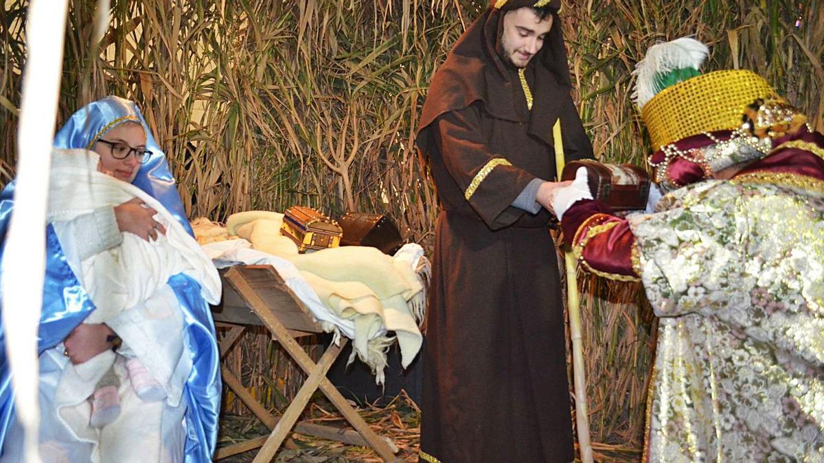 Adoración de los Reyes Magos al niño Jesús este año, en la Plaza Mayor. | E. P.