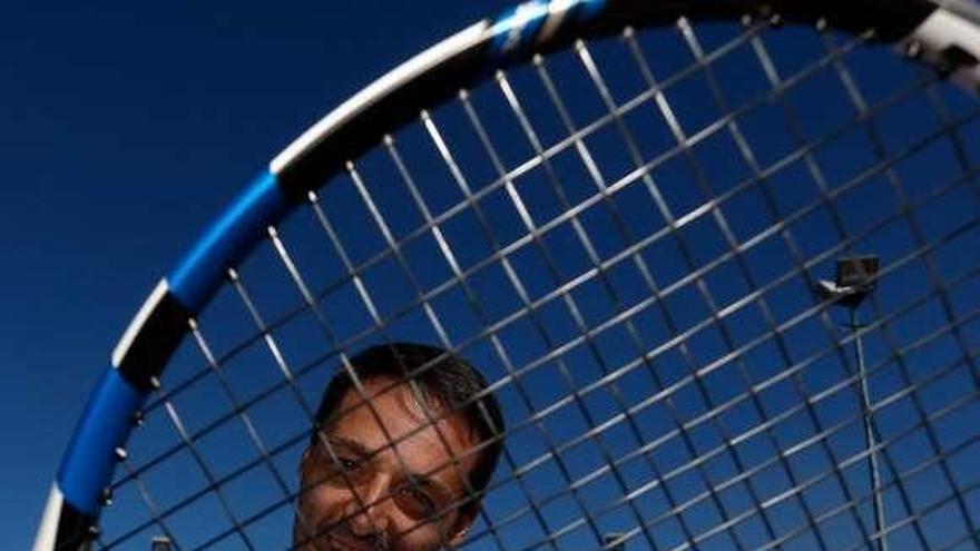 El tenista avilesino José Luis Franco desafía a Àlex Corretja a favor de la fibrosis quística